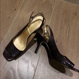 TAHARI Brown snake print patent peep toe heels